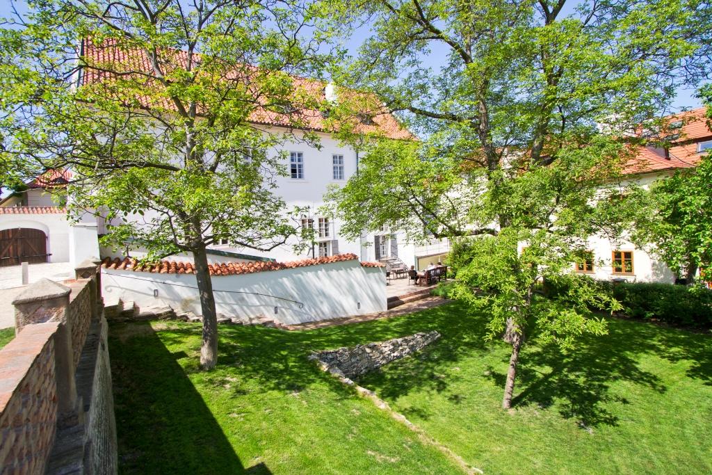 Hotel Monastery kertje