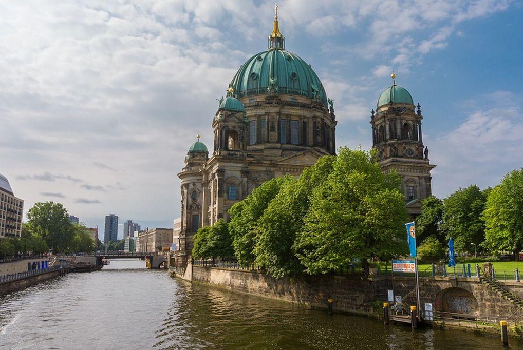 Négy az egyben! A&O Hotels Berlin - 4 nap/ 3 éjszaka svédasztalos reggelivel 2 felnőtt és 2 gyermek részére