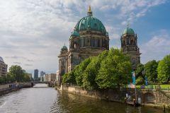 Három az egyben! A&O Hotels Berlin - 4 nap 3 éjszaka svédasztalos reggelivel 2 felnőtt és 2 gyermek részére