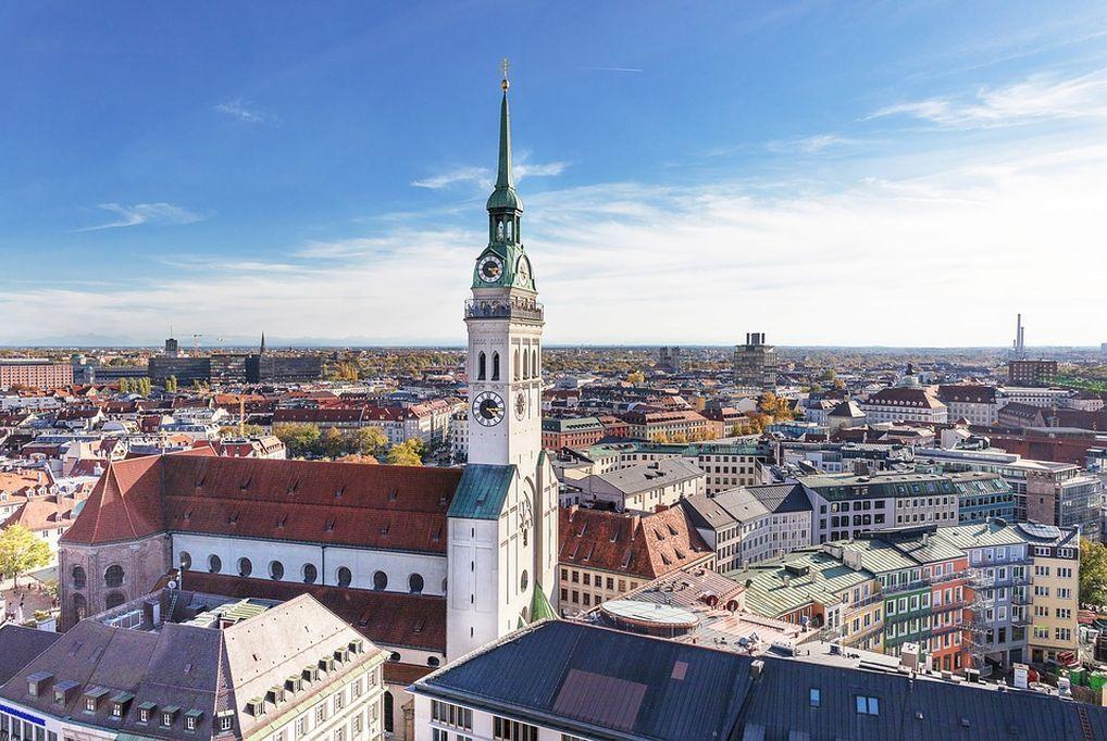 Három az egyben! A&O Hotels München - 3 nap 2 éjszaka svédasztalos reggelivel 2 felnőtt és 2 gyermek részére