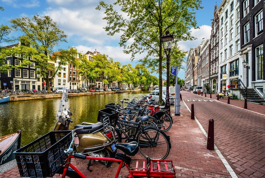 4 nap/3 éjszaka Amszterdamban 2 fő és gyermek részére reggelivel - A&O Hotel Amsterdam Zuidoost