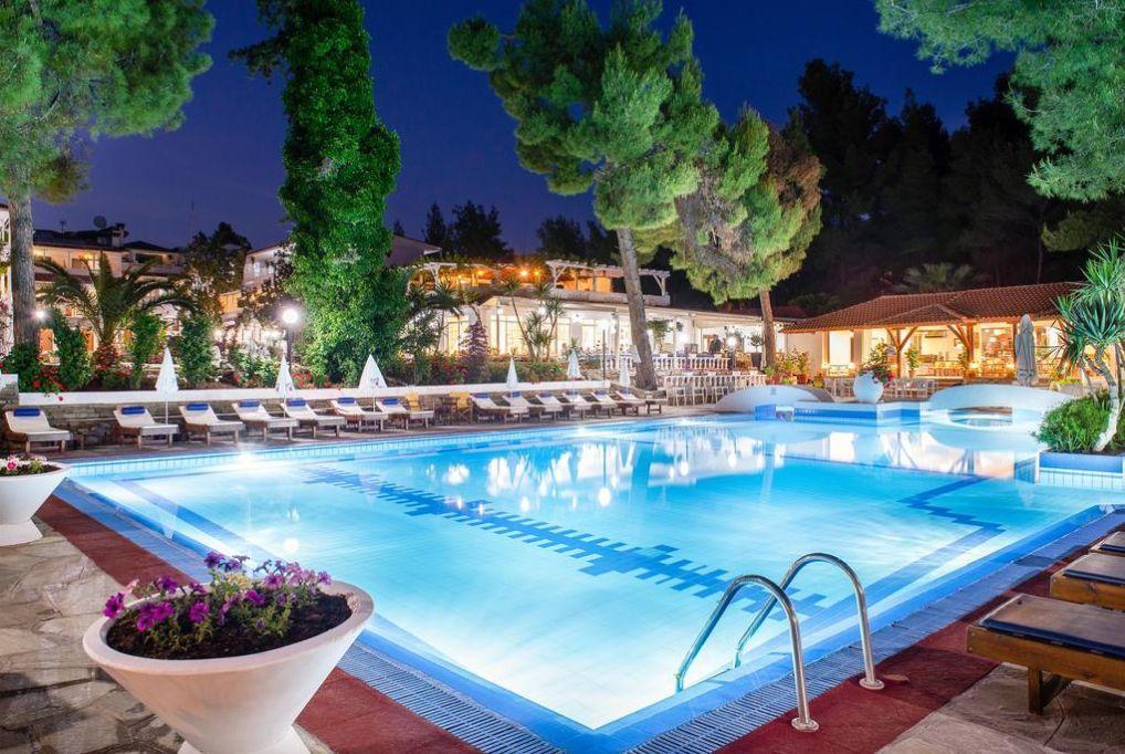 8 nap/7 éjszaka a Chalkidiki-félszigeten 2 fő részére, félpanziós ellátással, medencehasználattal - Porfi Beach Hotel