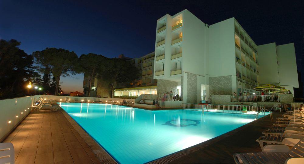 8 nap / 7 éj Horvát tengerpart, Hotel Adria Biograd na Moru 2 fő részére, félpanzióval